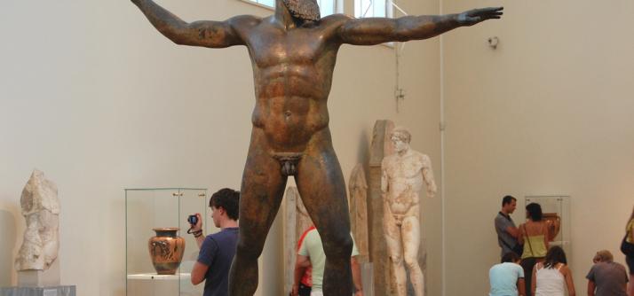 A forma de construir a escultura na Grécia Clássica – um puzzle de homem bonito