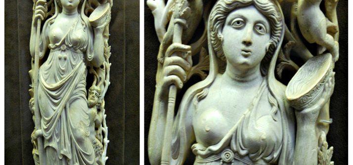 Escultura medieval talhada em um dente de elefante!