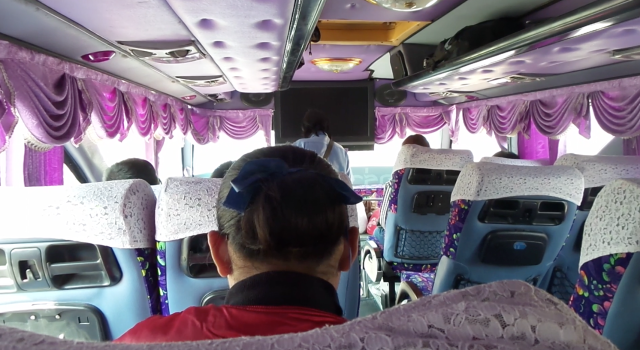 Como é viajar de ônibus de Sukhothai a Chiang Mai
